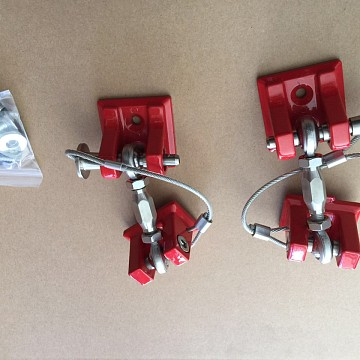 Image of a Jeep Wrangler Bonnets Red Color Retro Style Bonnet lock Catch Kit