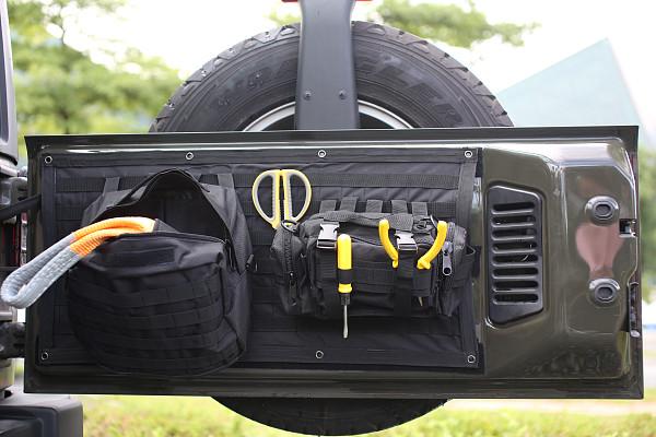 Picture of a Jeep Wrangler JK Tailgate Storage Bag  J323
