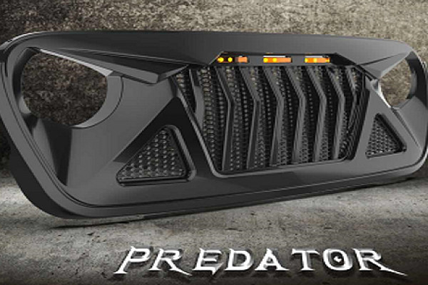 Picture of a Jeep Wrangler JL Predator grille with 3 amber led lights