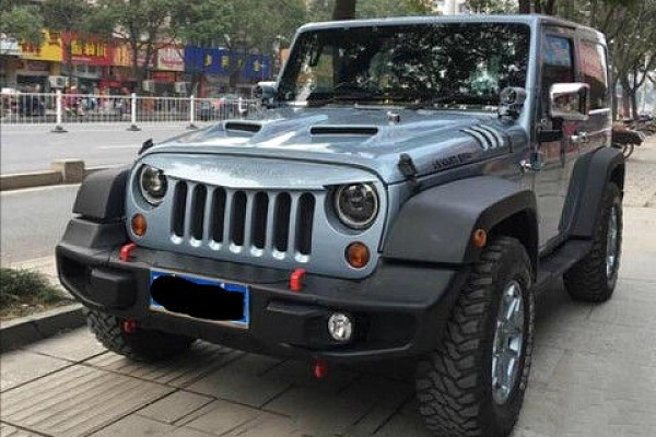 Picture of a 10th Anniversary Style Front Winch Bull Bar with corners