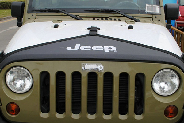 Picture of a Jeep Wrangler JK Front End Bra T-Style Protector Kit  J116